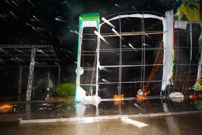 Bão Hải Yến quật ngã tháp truyền hình TP.Uông Bí cao 52m ảnh 3