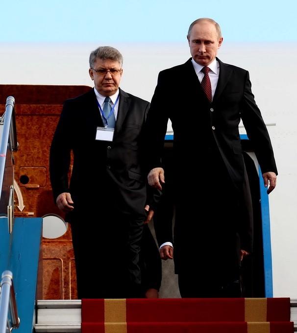 Chùm ảnh: Lễ đón Tổng thống Nga Vladimir Putin ở sân bay Nội Bài ảnh 1