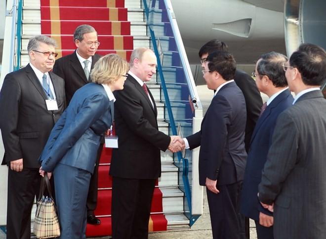 Chùm ảnh: Lễ đón Tổng thống Nga Vladimir Putin ở sân bay Nội Bài ảnh 2
