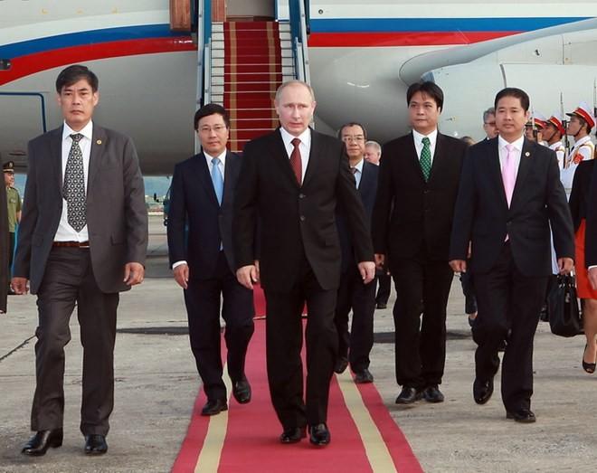 Chùm ảnh: Lễ đón Tổng thống Nga Vladimir Putin ở sân bay Nội Bài ảnh 3