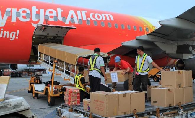 Chuyển miễn phí nạn nhân bão Haiyan từ Philippines về Việt Nam ảnh 1