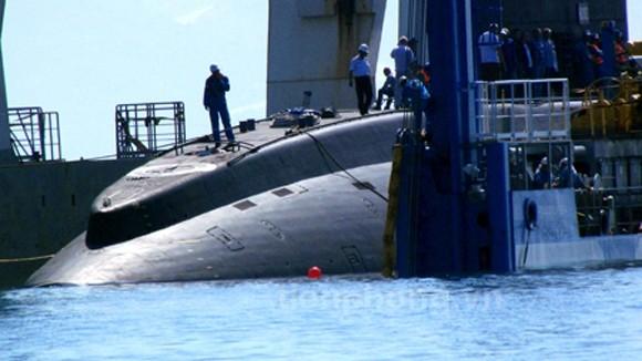 Tàu ngầm Hà Nội chạm mặt biển Tổ quốc ảnh 20
