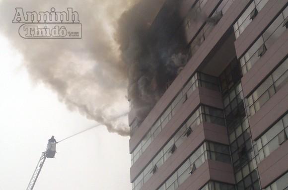 Hà Nội: Cháy lớn tại giảng đường cao tầng, ĐH Ngoại thương ảnh 1