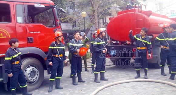 Hà Nội: Cháy lớn tại giảng đường cao tầng, ĐH Ngoại thương ảnh 4