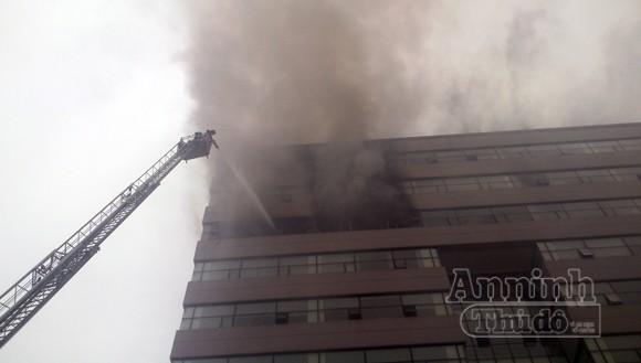 Hà Nội: Cháy lớn tại giảng đường cao tầng, ĐH Ngoại thương ảnh 5