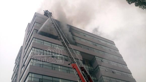 Hà Nội: Cháy lớn tại giảng đường cao tầng, ĐH Ngoại thương ảnh 2