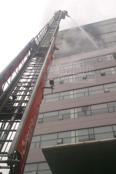 Hà Nội: Cháy lớn tại giảng đường cao tầng, ĐH Ngoại thương ảnh 3