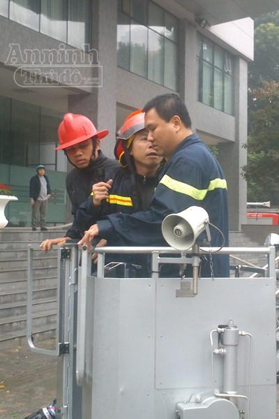 Hà Nội: Cháy lớn tại giảng đường cao tầng, ĐH Ngoại thương ảnh 7