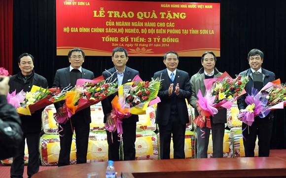 VietinBank trao hơn 4.000 suất quà Tết cho người dân tỉnh Sơn La ảnh 1