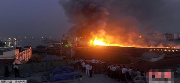 Tàu ngầm Kilo Ấn Độ lại cháy, 2 người mất tích, 7 người bị thương ảnh 1