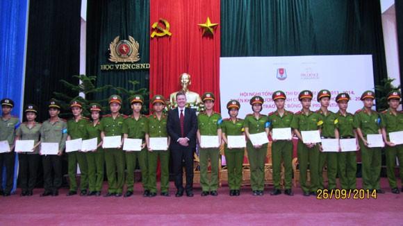 Prudential Việt Nam trao học bổng cho sinh viên Học viện CSND ảnh 2