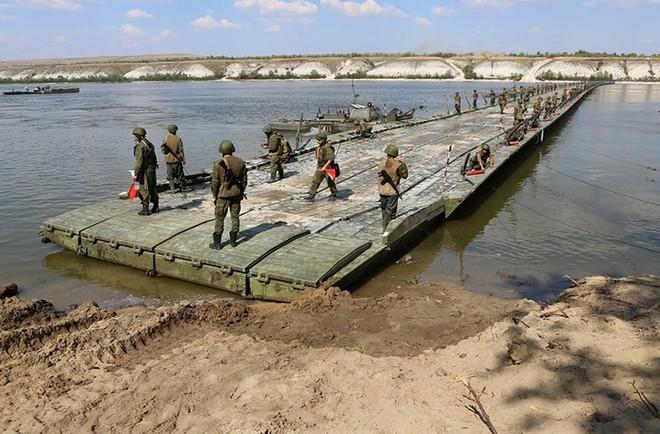 Nga dựng cầu mới giúp quân đội Syria dễ dàng vượt sông diệt IS ảnh 1