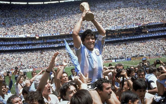 Huyền thoại bóng đá Diego Maradona qua đời ở tuổi 60 ảnh 2