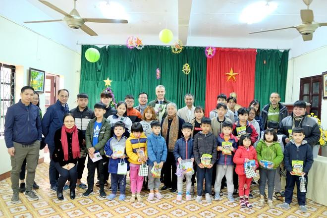 Piaggio Việt Nam đồng hành cùng Dự án từ thiện 'Điện năng lượng mặt trời' ảnh 1
