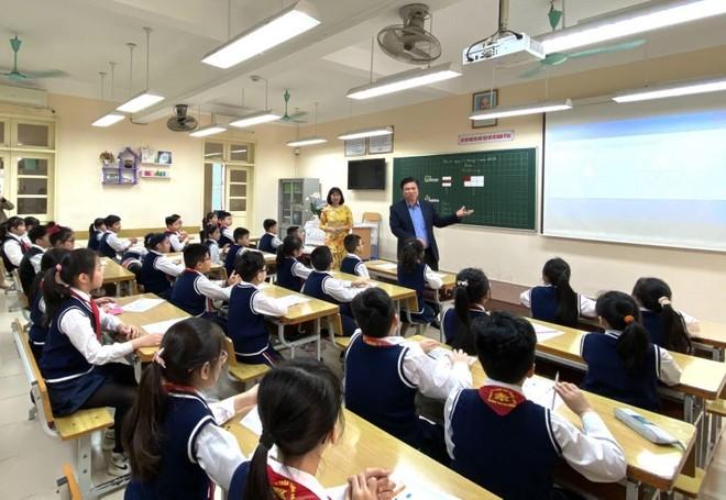 Kinh nghiệm từ quận nội thành duy nhất của Hà Nội giải được bài toán sĩ số ảnh 2