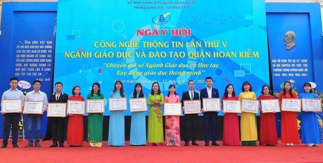 Kinh nghiệm từ quận nội thành duy nhất của Hà Nội giải được bài toán sĩ số ảnh 7