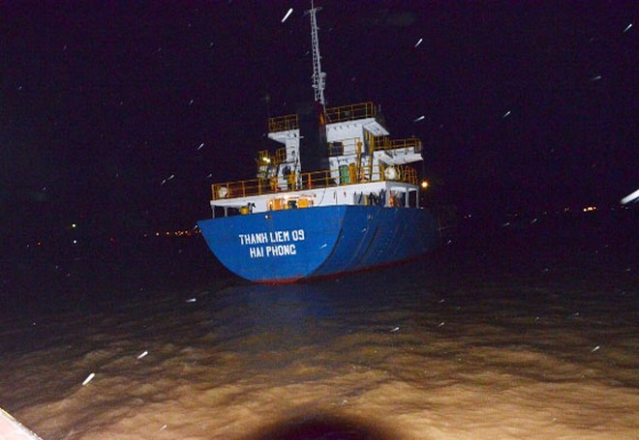 Chìm sà lan ở Cần Giờ, 4 người thoát chết ảnh 2