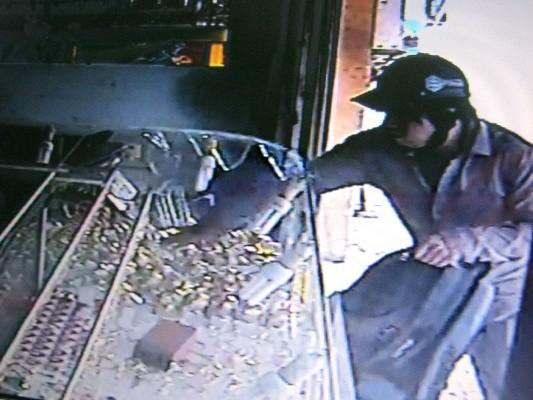 Camera nhận dạng được hung thủ vụ cướp tiệm vàng tại TP.HCM ảnh 2