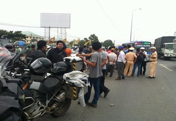 Đoàn mô tô caravan Thái Lan bị chặn, xử lý vì vi phạm an toàn giao thông ảnh 1