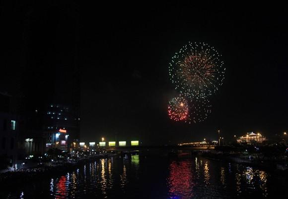 TP.HCM: Màn pháo hoa chào đón năm mới 2014 đẹp lung linh