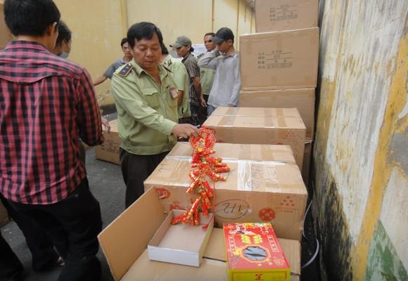 Điều tra vụ 10 container chứa hàng lậu, khối lượng cực lớn ảnh 1