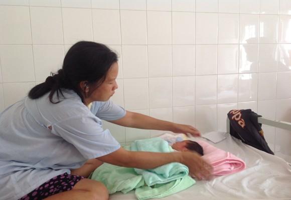 Khen thưởng thành tích khám phá vụ bắt cóc trẻ sơ sinh trong bệnh viện ảnh 1