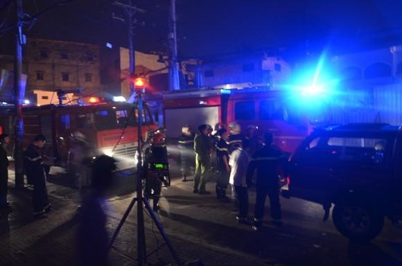 Cửa hàng hóa chất sát chợ Kim Biên phát cháy lúc rạng sáng ảnh 2