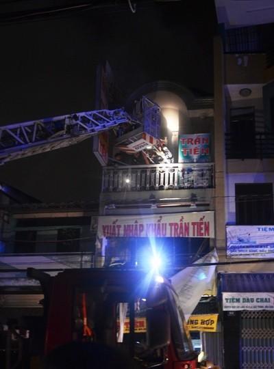 Cửa hàng hóa chất sát chợ Kim Biên phát cháy lúc rạng sáng ảnh 1