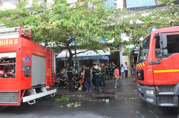 Hỏa hoạn ở chung cư, hàng trăm người dân hốt hoảng ảnh 2