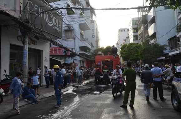 TP.HCM: Cháy nhà 2 tầng giữa trung tâm thành phố ảnh 1