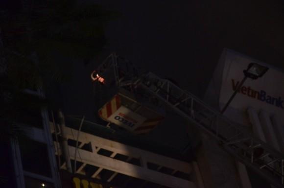 Cháy nhà 4 tầng tại trung tâm TP.HCM, du khách nước ngoài tháo chạy ảnh 2