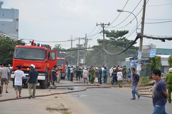 Bị cháy lan, hàng trăm xe máy, ô tô bị thiêu rụi ảnh 1