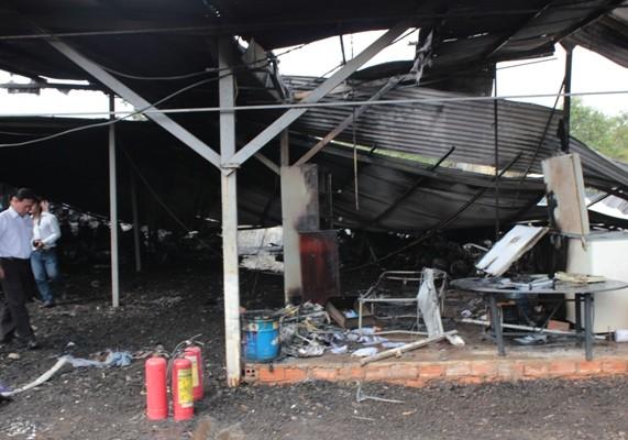 Bị cháy lan, hàng trăm xe máy, ô tô bị thiêu rụi ảnh 2