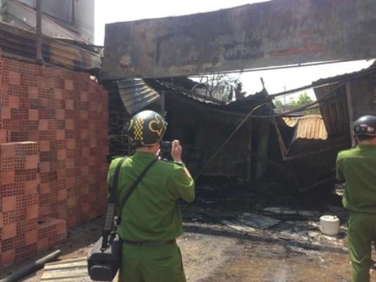 Hai căn nhà bị cháy rụi vì xe bồn cháy nổ ảnh 3