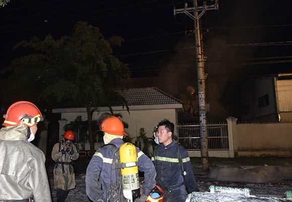 Cháy công ty hoá chất, 15 Cảnh sát PCCC bị thương ảnh 2