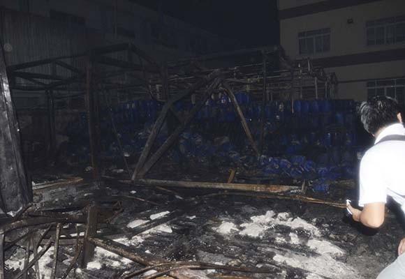 Cháy công ty hoá chất, 15 Cảnh sát PCCC bị thương ảnh 3