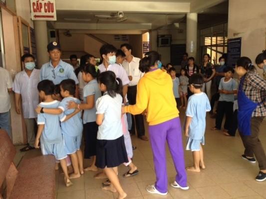Hơn 50 học sinh tiểu học nhập viện sau bữa ăn trưa ảnh 3