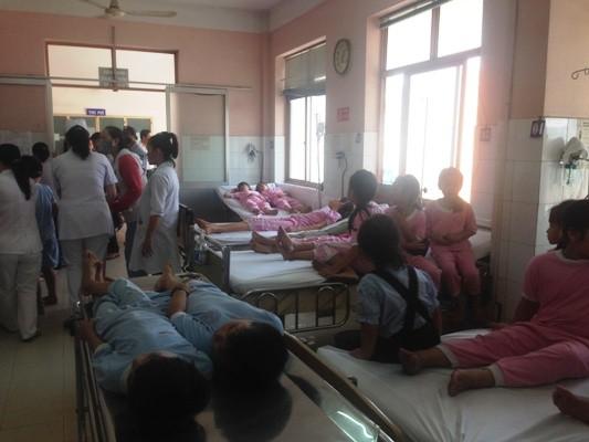 Hơn 50 học sinh tiểu học nhập viện sau bữa ăn trưa ảnh 4