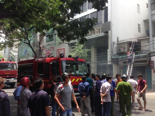 Nhà giữa trung tâm phát cháy, nhiều khách sạn, cao ốc bị đe dọa ảnh 2