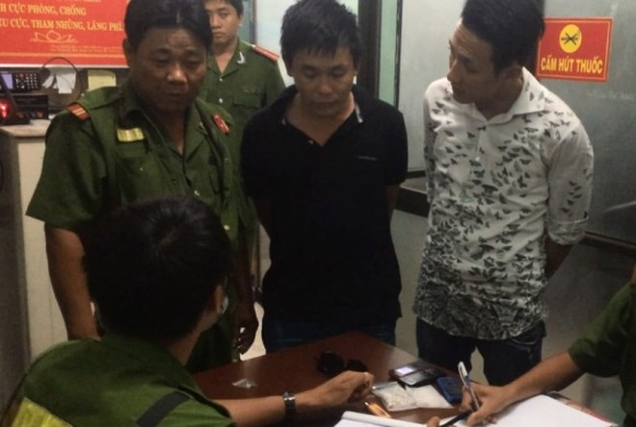 Cảnh sát 113 tuần tra đêm bắt 2 vụ tàng trữ ma túy ảnh 1