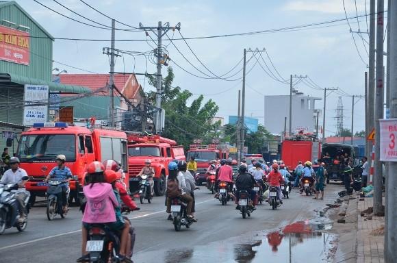 Lính cứu hỏa trắng đêm chữa cháy xưởng gỗ rộng 1.000 m2 ảnh 5