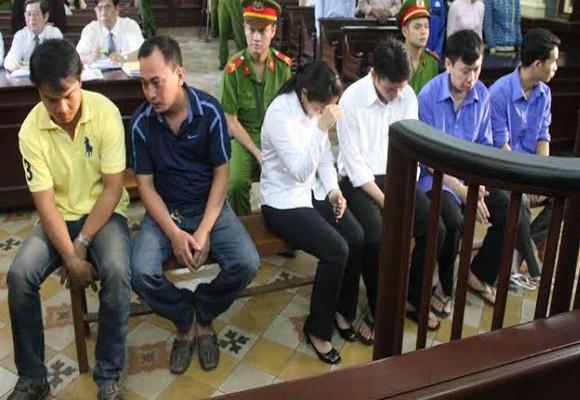 Các bị cáo bị đưa ra xét xử lần thứ hai