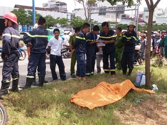 Lực lượng cứu hộ đưa được nạn nhân lên bờ