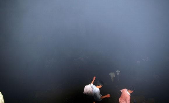 Rợn người xem bể đầu lâu dười chín tầng địa ngục ảnh 10