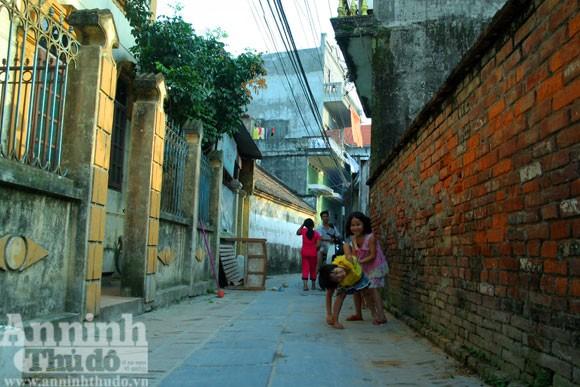 Vào làng Giầu xem con đường độc đáo bậc nhất Việt Nam
