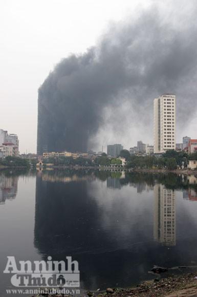 Những hình ảnh đáng sợ về vụ cháy nhà 33 tầng của Điện lực Việt Nam ảnh 3