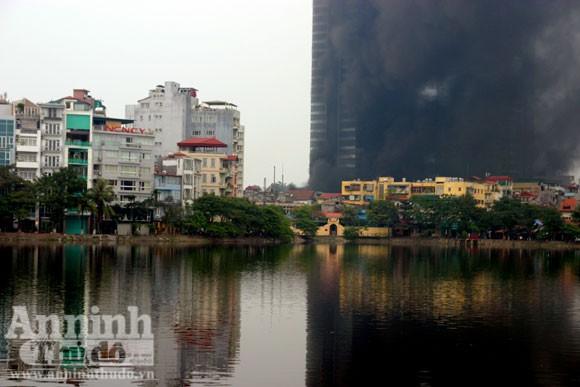 Những hình ảnh đáng sợ về vụ cháy nhà 33 tầng của Điện lực Việt Nam ảnh 5