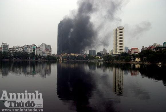 Những hình ảnh đáng sợ về vụ cháy nhà 33 tầng của Điện lực Việt Nam