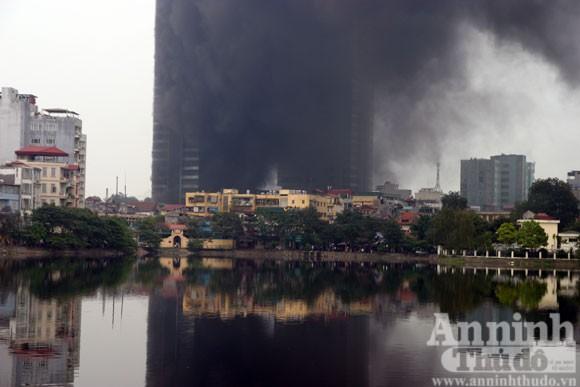 Những hình ảnh đáng sợ về vụ cháy nhà 33 tầng của Điện lực Việt Nam ảnh 7