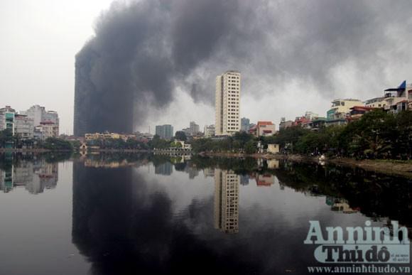 Những hình ảnh đáng sợ về vụ cháy nhà 33 tầng của Điện lực Việt Nam ảnh 9